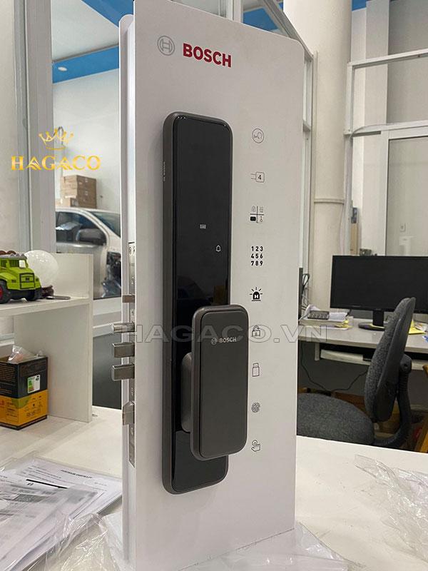 Khóa Bosch EL600B được thiết kế với mặt kính cường lực màu đen sang trọng