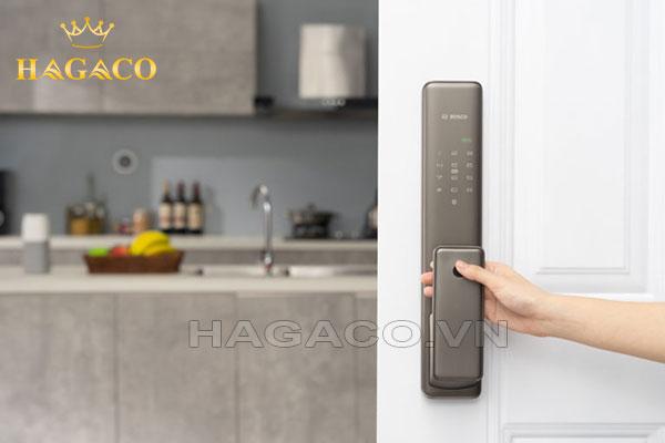 Khóa Bosch FU780 dễ dàng mở cửa bằng dấu vân tay với tốc độ chưa tới 0.6s