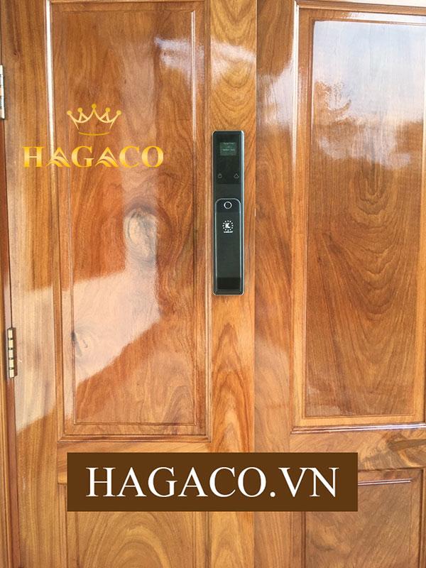 Khóa vân tay Kassler KL-868 lắp đặt trên cửa gỗ sang trọng
