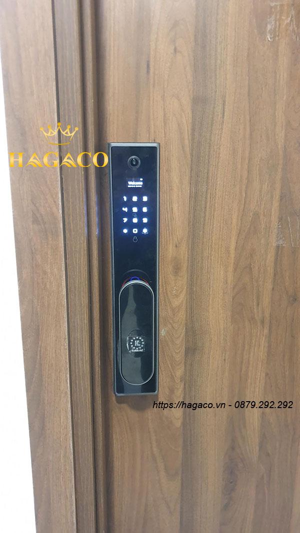 Hình ảnh lắp đặt khóa Kassler KL-890 thực tế cho cửa nhà chung cư